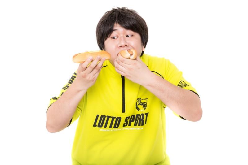 過食で太る男性